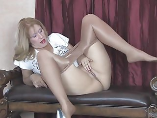 Milf Sammi squirting in pantyhose