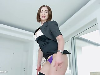 MILF THING brings you Yasmin Scott in milf hardcore gonzo