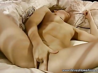 Amateur Babe Janice Plays With Her Hairy Pussy