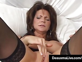 Texas Cougar Deauxma Squirts Her Juice While Dildo Banging!