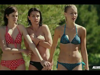 Cortney Palm in Zombeavers
