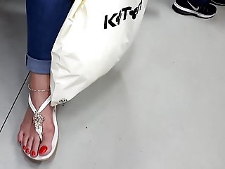 mature fr's long feets sexy big red toes