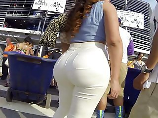 Juicy big butt latin girl in tight jeans