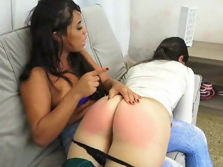 Lola Mello and friend gigante ass farting