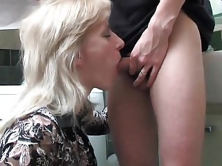 Guy seduces mature blonde