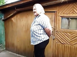 t Russian woman yard pee