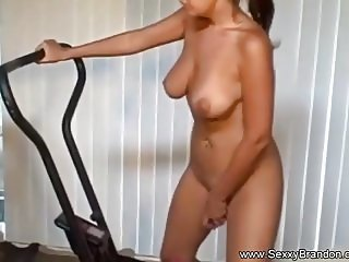 Amateur Pussy Workout Babe In Gym