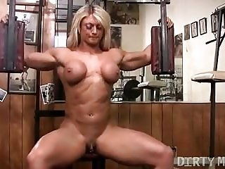Naked Female Bodybuilder Lisa Cross and Her Big Clit