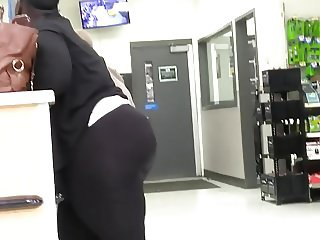 Phat Booty BBW Showing Off in Black leggings