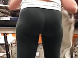 Amazing bubble butt girl at work