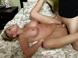 Tattooed girl is horny on sex