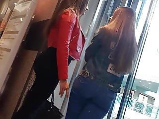 Two JUICY ASS teens in the elevator