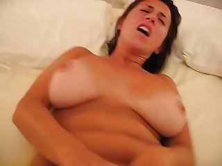 The hard fingering makes her come