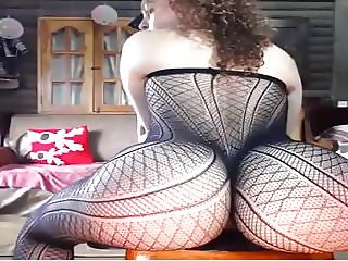 Blonde in Pantyhose in Twerking with separated buttocks