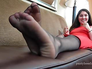 Carmen Sheer Pantyhose Foot Play