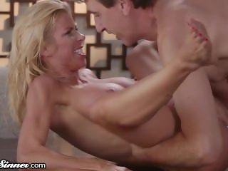 Smokin' Hot MILF Alexis Fawx Fucked HARD After Divorce!