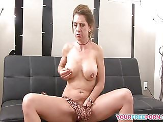 Amateur Milf Toying Her Tight Pussy In High Heels.mp4