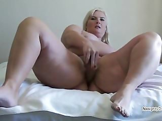 Curvaceous Desiree flogs her hot pussy to make it squirt