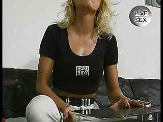 MILF sticks all sort of crazy stuff in her pussy
