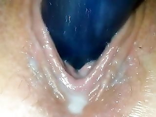Girlfriend uses vibrator for the first time