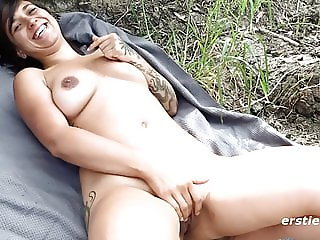 Sweet Amateur Liandra Masturbates Outdoors - Ersties