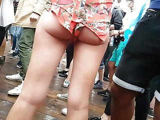 Candid Hot chick showing cheekss!!