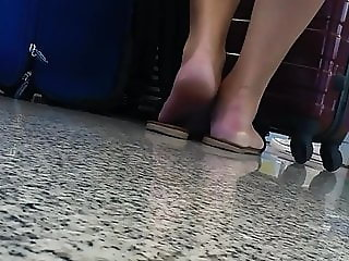 airport candid sole show