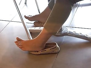 relaxing her sexy cute feets hot natural fresh toes