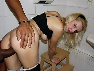 Hot blondie gets a good fuck
