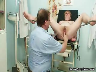 Hairy mature pussy gets part4
