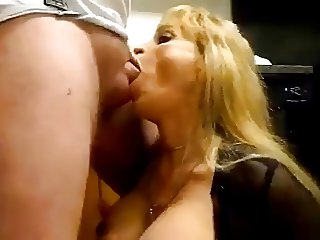 Slut Housewife Jupiter sucks dick