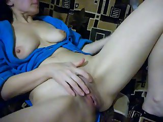 Amateur wife plays with pussy