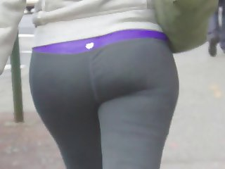 Candid whooty booty in yoga pant of NYC