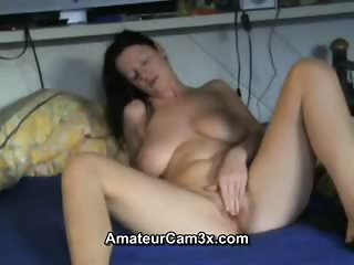 Busty amateur fingering her clitoris - homemade porn video
