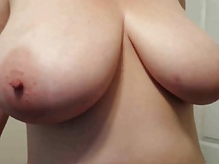 Lateshay 38H tits and bald pussy