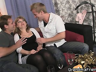 Two buddies pick up oldie and bang her hard