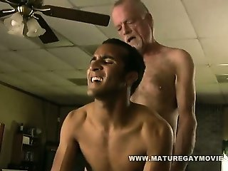 White Daddy Fucks His Black Boys Ass