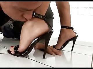Sexy girl get her feet licked