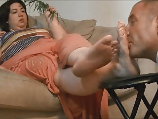 BBW Makes Slave Worship Fat, Stinky Feet