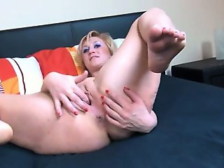 Czech mature hooker fingering cunt hard