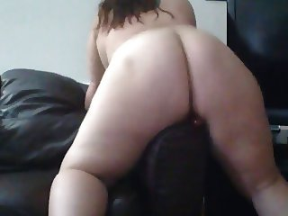 BBW romarouge likes to dildo hump the couch