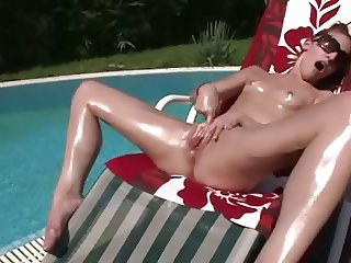 Young Blonde - Outdoor & Oiled Bate