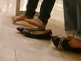 Candid Asian Teens Sexy Shoeplay and Feet