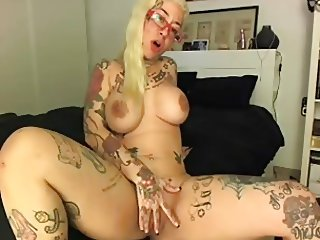 Tattooed Busty Blond - negrofloripa