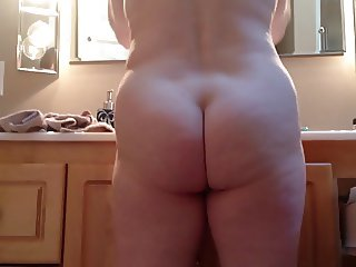 MarieRocks - Spying on Moms Naked Round Ass