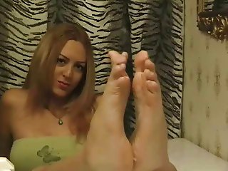 Barefoot Beauty's Wiggly Sole Tease