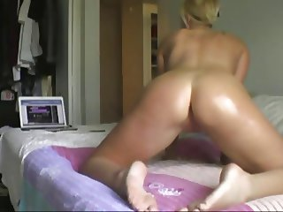 Blonde Oil Ass on Bed and Shake