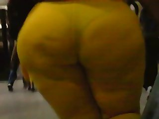 Yellow mega booty candid