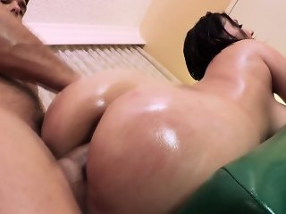Plump pornstar Claire Dames masseur sex