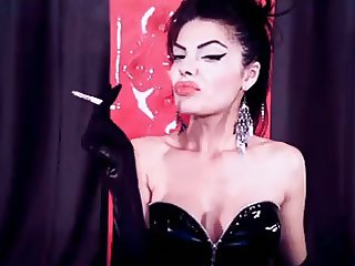 webcam mistress smoking